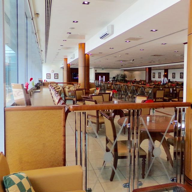 Emirates Business Class Lounge Heathrow Flavia Gray Luxury